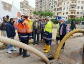 رئيس القابضة للصرف يتفقد شوارع الإسكندرية للتأكد من سحب مياه الأمطار.. فيديو