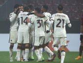 روما يتأهل لدور الـ 32 من الدورى الأوروبى بثنائية فى كلوج.. فيديو