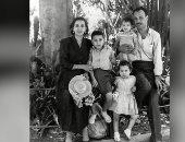 شاهد.. صورة نادرة تجمع السيدة انتصار السيسى ووالديها وأشقاءها