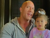"""هاكونا ماتاتا..""""ذا روك"""" يشاهد lion king مع ابنته ويوثق اللحظة بفيديو وصور"""