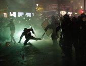 تصاعد المواجهات بين الشرطة الفرنسية و المتظاهرين فى وسط باريس.. فيديو