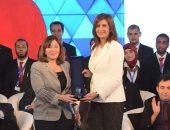 مصرية تحصل على أرفع وسام مدنى بكندا ووزيرة الهجرة: يا فرحة مصر ببناتها