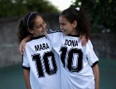 """""""مارا.. ودونا"""".. توأمتان تتقاسمان اسم أسطورة كرة القدم الراحل.. ألبوم صور"""