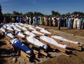نيجيريا تدفن عشرات المزارعين بعد قتلهم على يد مسلحين..صور
