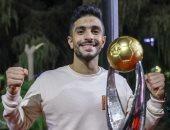إيمن أشرف يرفع شعار الاحتفالات مازالت مستمرة بعد التتويج الأفريقي.. صورة