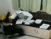 غرامة وحبس 7 أيام لصينى ضرب ممرضة بعد إجرائه اختبار كورونا.. اعرف السبب