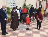 محافظ بورسعيد يشهد طابور الصباح بمدرسة الراهبات ويشيد بالإجراءات الوقائية