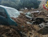 إيطاليا تحاول إزالة أنقاض فيضانات سردينيا بعد تدمير الشوارع.. صور وفيديو