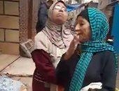 """استغاثة جيران """"الحاجة حياة"""" بكرموز لتوفير مسكن لها بعد انهيار منزلها..والحى يستجيب"""