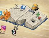 """كاريكاتير صحيفة إماراتية.. """"السوشيال ميديا"""" قوضت الاهتمام بالكتاب"""