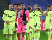 تأجيل مواجهة أستون فيلا ونيوكاسل فى الدوري الإنجليزي بسبب كورونا.. رسميا