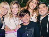 برنامج أرجنتينى يكشف محادثات أبناء مارادونا عبر الواتس مع طبيبته النفسية..صور