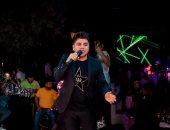 تداول فيديو لاشتباك بين الجمهور ومنظمى حفل عمر كمال وعفروتو بعد إلغائه