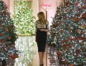ميلانيا ترامب تشرف على تزيين البيت الأبيض للاحتفال بأخر عيد للميلاد.. فيديو