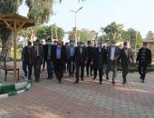 محافظ الجيزة يتفقد حديقة النيل بمنشأة القناطر بعد تطويرها ويتابع رصف طريق أبو غالب