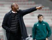 نيس يعلن إقالة مدربه باتريك فييرا بعد الخروج من الدوري الأوروبي