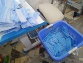 ضبط 55 ألف كمامة طبية غير مطابقة للمواصفات القياسية داخل مصنع بالقاهرة
