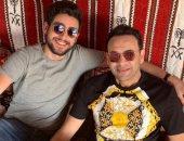 مصطفى قمر يشارك جمهوره صورة عائلية مع ابنه تيام: قعدة عربي مع تيمو