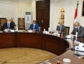وزير الإسكان ومحافظ الجيزة يتابعان الموقف التنفيذى لمشروعات مياه الشرب والصرف