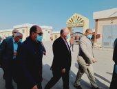 محافظ القاهرة يتفقد أعمال تسكين الباعة فى سوق التونسى الجديد.. صور