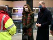 صور.. الأمير ويليام وزوجته في جولة بالقطار الملكي لتكريم العمال ببريطانيا