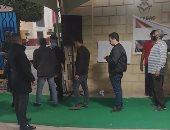 توافد المواطنين على لجنة شريف مناع فى مصر الجديدة بإعادة النواب