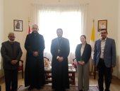 """نائب بطريرك الكاثوليك يبحث مع """"العالمى المسيحى للطلبة"""" أنشطتهم بالشرق الأوسط"""