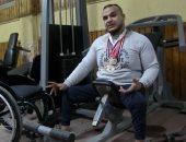 الكرسى المتحرك أجمل حاجة فى حياتى.. الإعاقة حولت محمد لبطل من ذهب