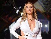 الراقصة أنستازيا على السجادة الحمراء فى حفل ختام مهرجان القاهرة السينمائى