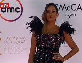 وصول أمينة خليل متأخرة على حفل ختام مهرجان القاهرة السينمائى