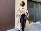 شياكة على طريقة المرأة الفرنسية.. 4 قطع أزياء لازم تكون في دولابك بشتاء 2021