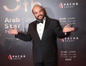 محمد عبد الرحمن يحصد جائزة أفضل ممثل كوميدي بمهرجان نجم العرب 2020