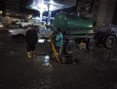 رؤساء المدن بكفر الشيخ يواصلون رفع مياه الأمطار ليلاً .. فيديو وصور