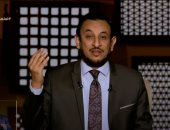 الشيخ رمضان عبد المعز: العطايا تأتى على متن البلايا وفى كل عسر يسران