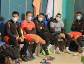 تفاصيل جلسة المشرف علي الكرة بالمقاصة مع اللاعبين قبل مواجهة إنبي. صور