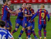 برشلونة يتخطى سوسيداد بثنائية ويمنح أتلتيكو مدريد صدارة الليجا.. فيديو