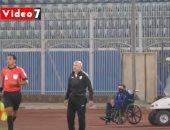 باتشيكو يطمئن على لاعب المقاصة بعد تعرضه لإصابة خطيرة أمام الزمالك.. فيديو