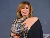 دير جيست تكرم إلهام شاهين على مشوارها الفنى بعد جائزة أفضل ممثلة بمهرجان القاهرة