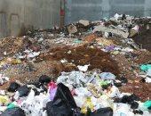 سيبها علينا .. شكوى من انتشار القمامة  بمنطقة أرض الأعصر بدمياط .. والمدينة تستجيب