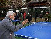 اللعب مع الكبار.. المتقاعدون فى بكين يمارسون تنس الطاولة وسط أجواء شتوية.. ألبوم صور