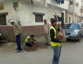 حملات مكثفة للنظافة والتشجير بميادين وشوارع حي شرق أسيوط.. صور
