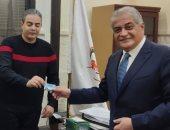أسامة كمال يتقدم بأوراقه لنقابة الإعلاميين للحصول على تصريح مزاولة المهنة..فيديو