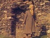قصة بريطانية عاشت 47 عاما بمفردها فى قرية ضربتها عاصفة منذ قرن.. صور
