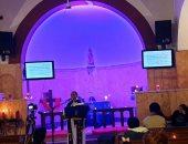 الكنيسة الأسقفية بالجيزة تحتفل بترانيم الميلاد على أضواء الشموع