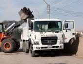 رفع الأتربة والمخلفات ونواتج التطهير فى حملات نظافة بشوارع القرنة وإسنا