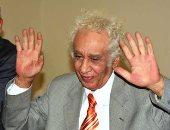 مثقفون ينفون شائعة وفاة المترجم سيد إمام