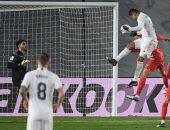 ريال مدريد يلاحق أتلتيكو على صدارة الليجا بثنائية ضد غرناطة.. فيديو