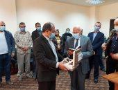 محافظ بورسعيد يتابع سير العمل بالمبني الإداري للمنطقة الصناعية