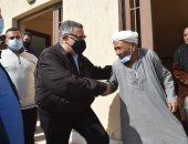محافظ البحر الأحمر يسلم 24 أسرة شقق ومنازل بديل العشوائيات بالغردقة.. صور
