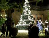 إضاءة شجرة الميلاد في دمشق وسط أعداد قليلة من المحتفلين بسبب كورونا.. فيديو